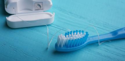 Erst Zähneputzen, dann Zahnseide? Studie untersucht Reihenfolge