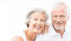 Zahnlosigkeit bei Senioren halbiert