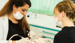 """Zahnärztin zu dick: """"Patienten fragten, ob ich schwanger sei"""""""