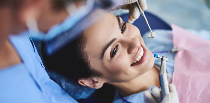 Zahnreinigung bei Jung und Alt gleichermaßen beliebt