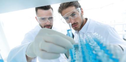 In der Forschung teilen vor allem Männer ihr Wissen untereinander