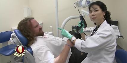 Verstehen Sie Spaß? Zahnarztpraxis verwandelt sich in Irrenhaus