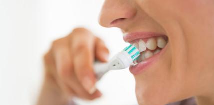 Warentest: Gute elektrische Zahnbürsten müssen nicht teuer sein