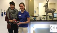 Mit W&H fit ins neue Jahr: Glückliche Gewinnerin des Messe-Gewinnspiels