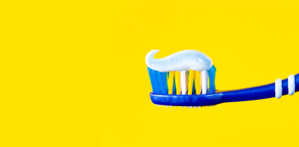 Billig putzt am besten: ÖKO-TEST prüft 37 Zahncremes