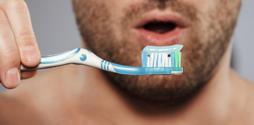 Zahnpflege ging zu weit: Mann verschluckt Zahnbürste