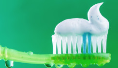 Zahnpasta-Test: Weißere Zähne gibts auch mit Universalcremes
