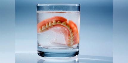 2.000 Zahnprothesen gehen jährlich in britischen Kliniken verloren