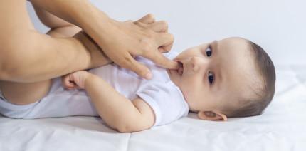 Zahnungsgel: Vermeintliche Hilfe birgt Risiken für Kleinkinder