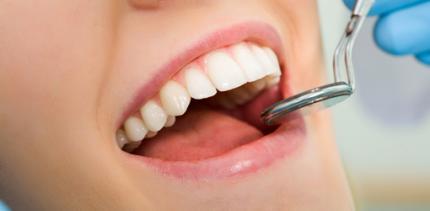 Weniger Komplikationen bei Implantaten, wenn das Zahnfleisch vorbehandelt wird
