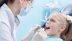 Wie Zähne die Zähne zeigen