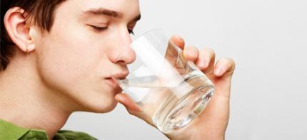 Tag der Zahngesundheit: Mundtrockenheit kann Nebenwirkung sein
