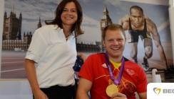 BEGO-Team schenkt deutschem Fahnenträger strahlendes Lächeln