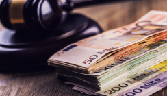 Zahnarzt wegen Betrugs in Höhe von 900.000 Euro vor Gericht