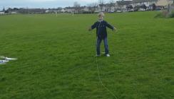 Der Papa wieder: Drohne zieht Milchzahn