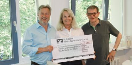 2.581 Euro gegen Armut: Bösing Dental spendet Seminareinnahmen