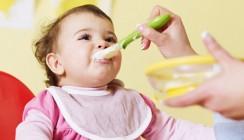 Babys nicht mit Trinkbrei füttern