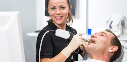 Digitale Zahntechnik – neues Weiterbildungsfeld für Assistentinnen
