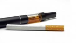 Wissenschaftliche Studie: E-Zigarette schädigt Zähne und Zahnfleisch