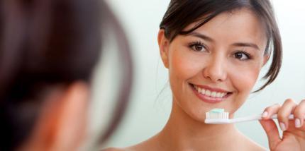 Frauen wechseln häufiger die Zahnbürste
