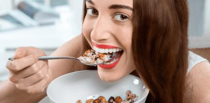 Frühstücken beugt Mundgeruch vor