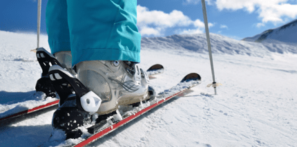 Zähneputzen auf einem Bein ist gutes Training für die Skisaison