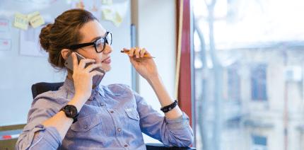 Handyverbot im Betrieb: Arbeitgeber muss Betriebsrat miteinbeziehen