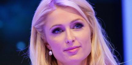 Nach Zahn-OP: Paris Hilton jammert auf Twitter & Co.