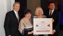 Künftige FDI- Präsidentin Dr. Kathryn Kell ausgezeichnet