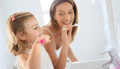 Zahnpflege bei Kindern: Bis zum Ende der Grundschule kontrollieren