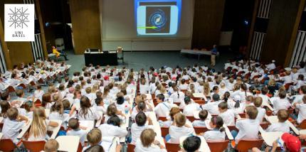 Kinder-Uni Basel: Die Rätsel der Welt aus einer Hand