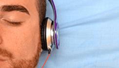 Mit Kopfhörer unters Messer: Musik mindert Schmerzen