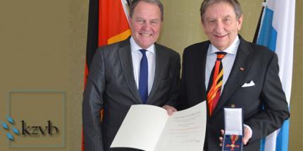 Dr. Janusz Rat erhält Bundesverdienstkreuz
