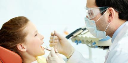 Poröse Zähne – Viele Kinder leiden unter Schmelzbildungsstörung