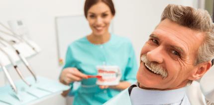 Prophylaktische Mundhygiene im Seniorenzentrum