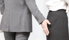 Po getätschelt: Entlassung wegen sexueller Belästigung nicht wirksam