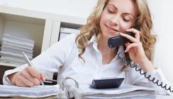Private Telefonate im Job: Besser erst Chef um Erlaubnis fragen