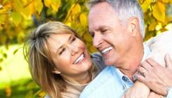 Die richtige Pflege für reife Zähne: Zahngesund bis ins hohe Alter