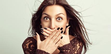 Haare, Nägel und einmal Zähne, bitte! – Bleaching beim Friseur