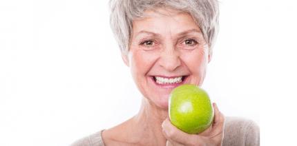 Fester Biss und schöne Zähne auch im hohen Alter
