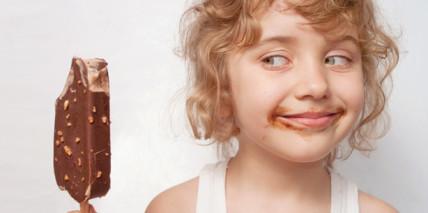 Studie: Kinder trinken zu wenig und naschen zu viel