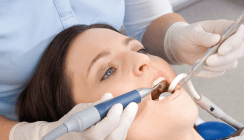 Parodontitis- und Periimplantitistherapie: minimalinvasiv und effektiv