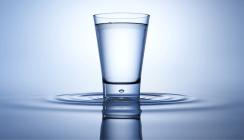 Ein Glas Wasser am Morgen vertreibt Kummer und schlechten Atem?