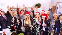 Mitarbeiter sind auf Weihnachtsfeiern gesetzlich unfallversichert