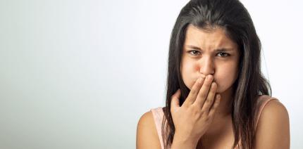 Weiße Zähne: Hausmittel zum (Nicht-)Empfehlen
