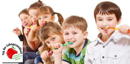 """Tag der Zahngesundheit 2013: """"Zähneputzen macht Schule"""""""