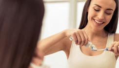 Frauen achten deutlich mehr auf ihre Mundhygiene als Männer