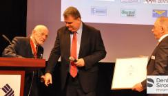Dr. Wagner für Verdienste um das Zahntechniker-Handwerk geehrt