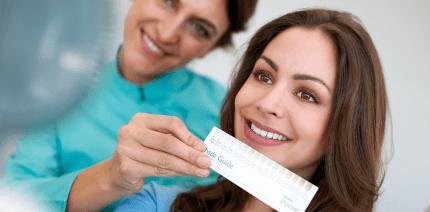 Strahlendes Lächeln: Zahnaufhellungs-Therapie mit Philips Zoom