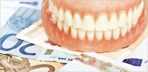 Verfärbte Zahnprothese: Nur zwei Jahre Anspruch